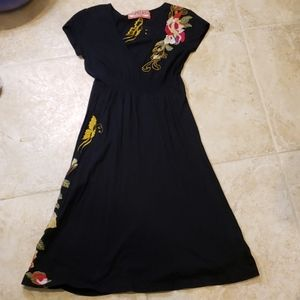 Johnny Was Embroidered floral vneck dress small